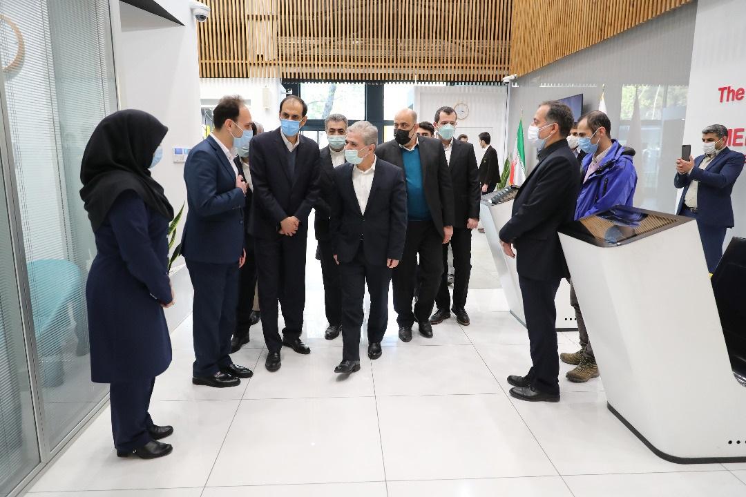 بازدید مدیرعامل بانک ملی ایران از شعبه ملی پلاس