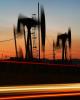 نوسان شدید قیمت نفت به دنبال  تعرفههای جدید ترامپ