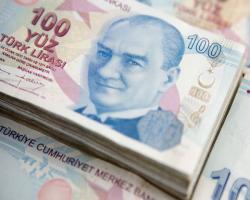 افت شدید لیر مقابل دلار و یورو ادامه دارد